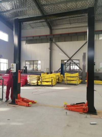 Hydraulic Clear Floor Two Post Car Lift Made In China Car Lift