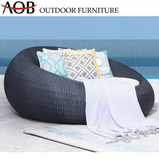 China Chinese Outdoor Garden Patio Furniture Pool Rattan Wicker Round Bed Daybed Sunbed Sun Lounger
