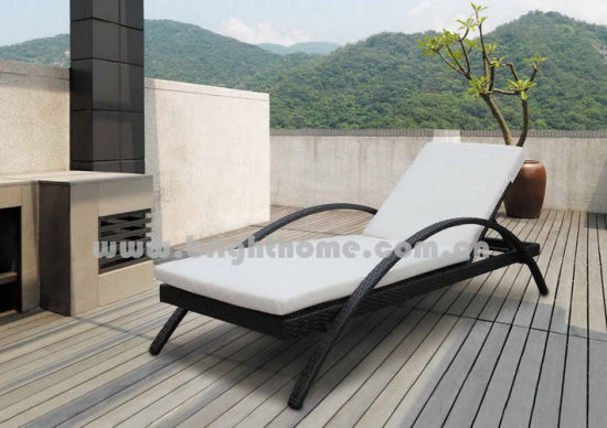 China Rattan with Aluminum Frame Outdoor Sun Lounge Sun Bed