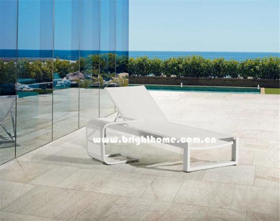 China Aluminum Sun Lounger Chaise Bed Beach Chair