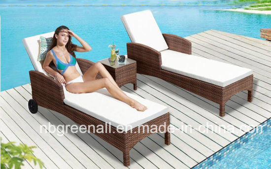China Garden Lawn Rattan Wicker Beach Bed Chaise Sun Lounge Furniture with Wheels pictures & photos