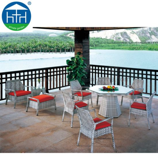 China Outdoor Rattan Garden Furniture Wicker Dining Patio Table Chairs Set