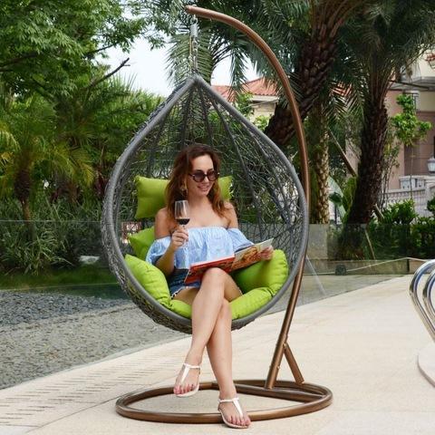 Igadi patio Izihlalo ezibini ezixhonyiweyo nguSihlalo we-Swing Chairs imifanekiso kunye neefoto