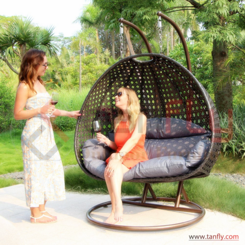 Foshan Hot Patio Egg Chair Rattan Garden Mimbre Muebles de exterior Luxury Double Seater Hanging Swing