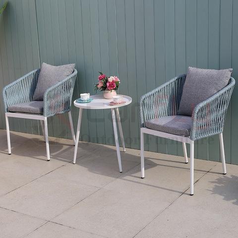 Balkon terras buiten gesprek meubilair geweven touw koffieset